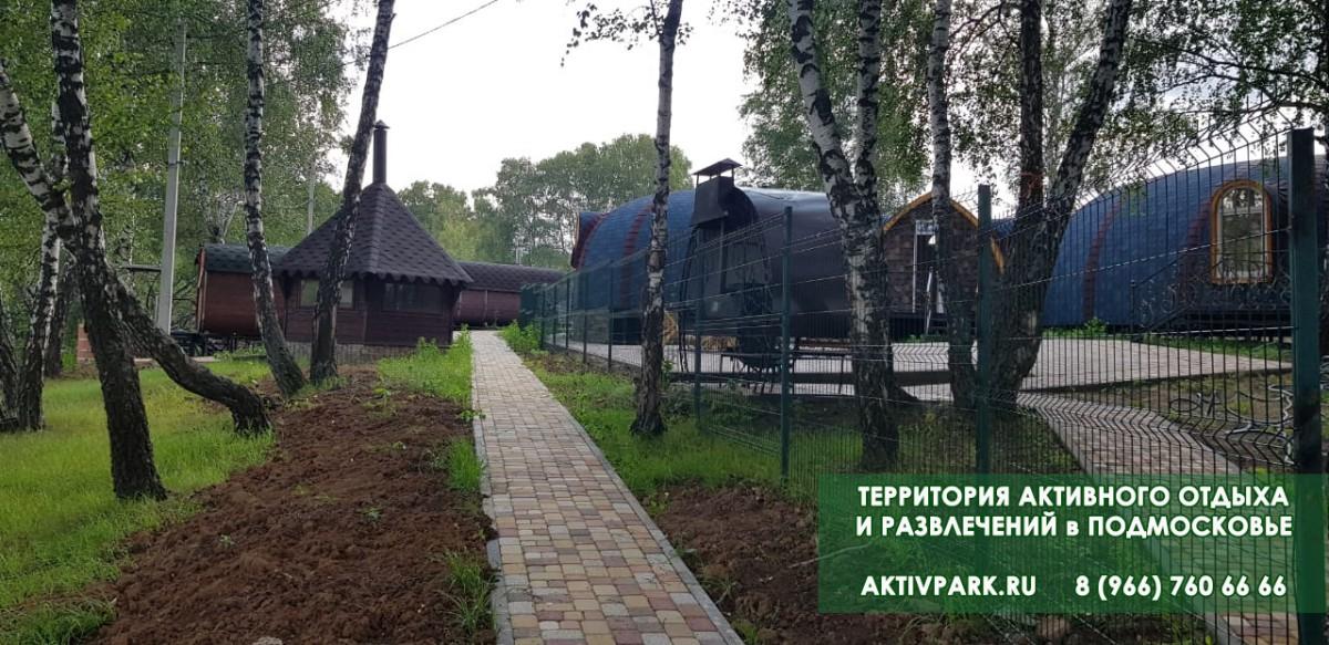 Территория базы отдыха в Подмосковье